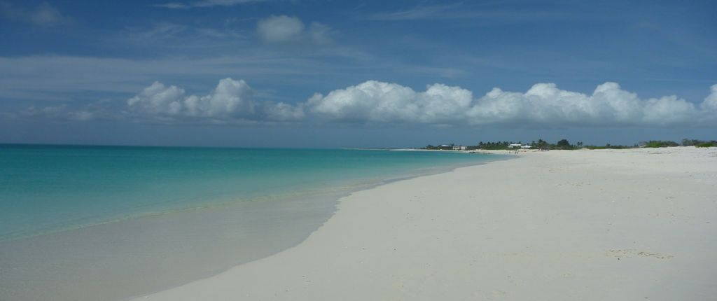 World famous beach of Turks and Caicos at walking distance of Home Rental